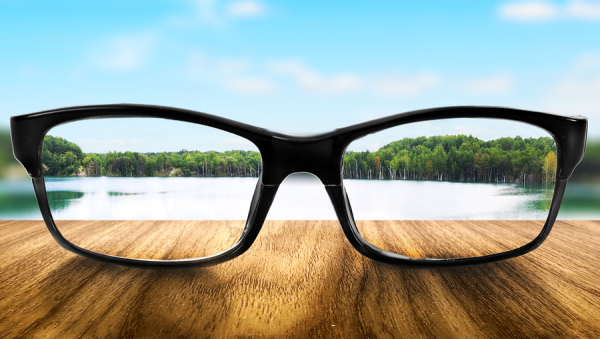 http://www.chipscholz.com/wp-content/uploads/2015/03/bigstock-Clear-lake-in-glasses-on-the-b-56874203-e1427806042379.jpg